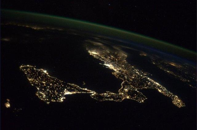 Gorgeous night over Italy. (Photo & Caption: Mike Hopkins, NASA)