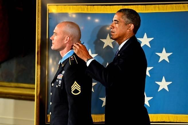 President Barack Obama presents Army Staff Sgt. Ty Michael Carter with the Medal of Honor at the White House, Aug. 26, 2013, for his actions during the Oct. 3, 2009, battle on Combat Outpost Keating in Nuristan province, Afghanistan.