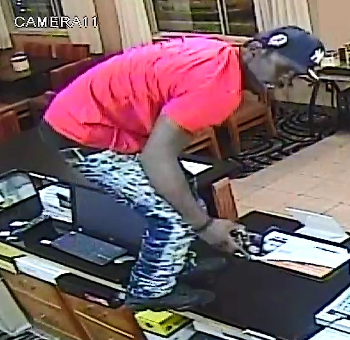 Police: Suspect jumps the counter, chases down employee in hotel aggravated robbery (Photo: Butler Twp. Police)