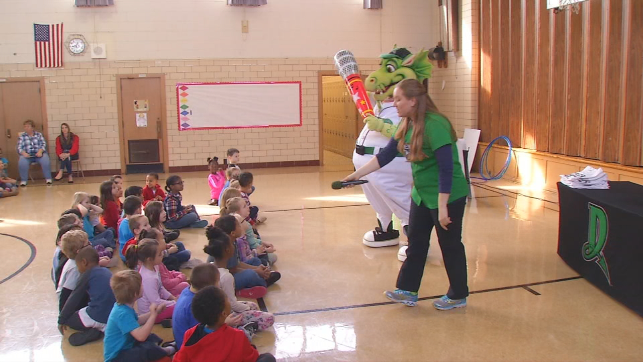 Dayton Dragons getting kids pumped up for baseball season (WKEF/WRGT)
