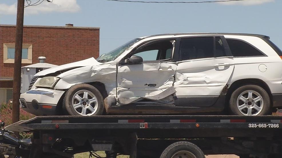 4 hurt in 2-vehicle collision near railroad crossing in Abilene