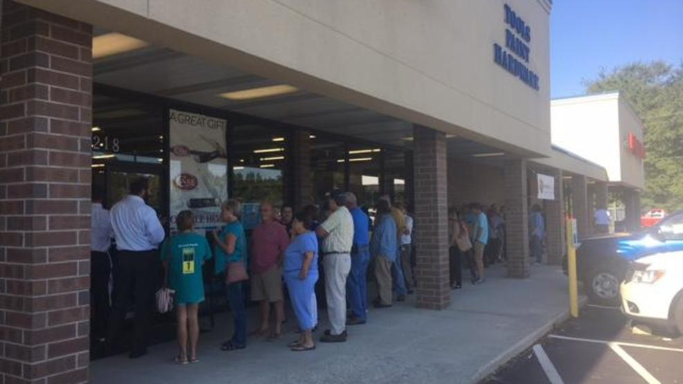 Long lines to buy generators in florence wpde there was a long line before 8 oclock thursday morning outside carolina supply house on second loop road in florence with people waiting to buy generators ccuart Image collections