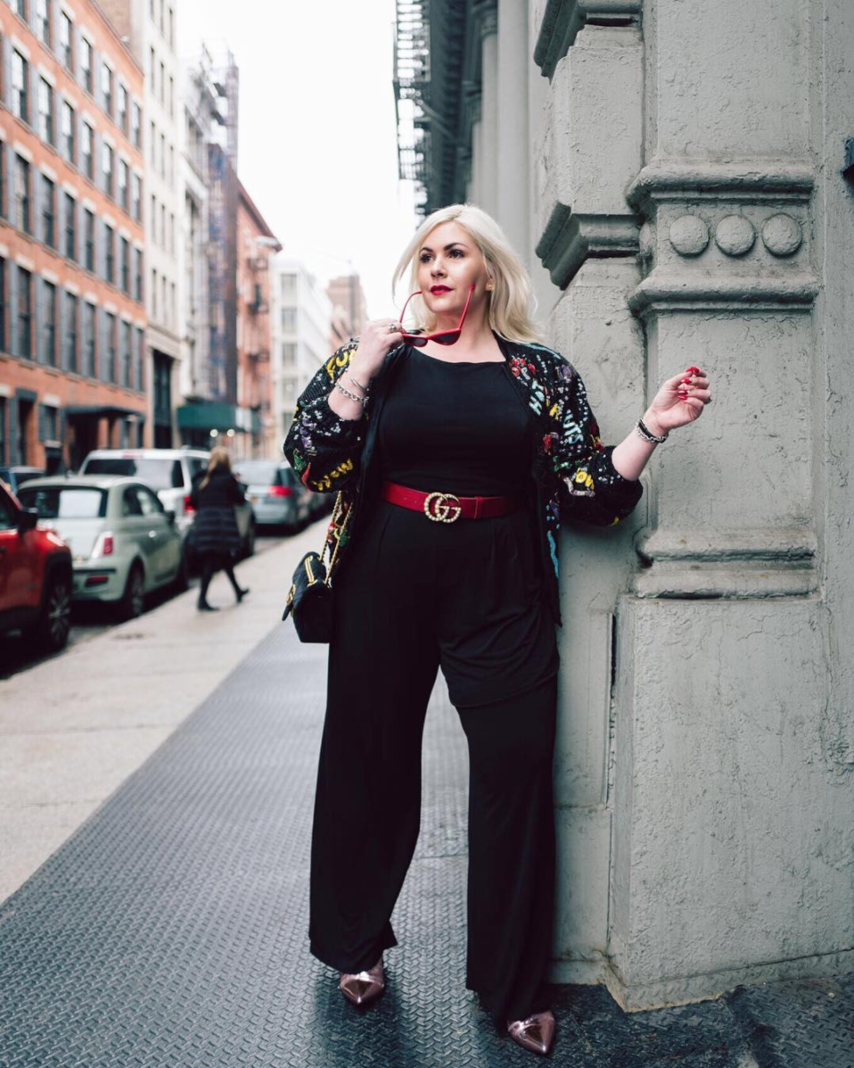 Dani Sauter, the bombshell behind Blonde in The District, killed it at New York Fashion Week. We love her jumpsuit topped with a coat that almost literally screams fun. The color tie in between her belt and sunglasses is punchy and zhuzhs up any outfit. (Image via @blonde_inthedistrict by @maxeygreene)