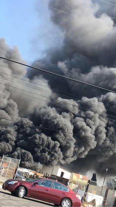 Pallet fire in Fresno releases large black smoke column (Photo courtesy Danielle B)<p></p>