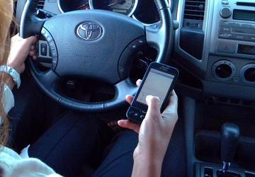 Insurers don't penalize texting while driving as much as other moving violations