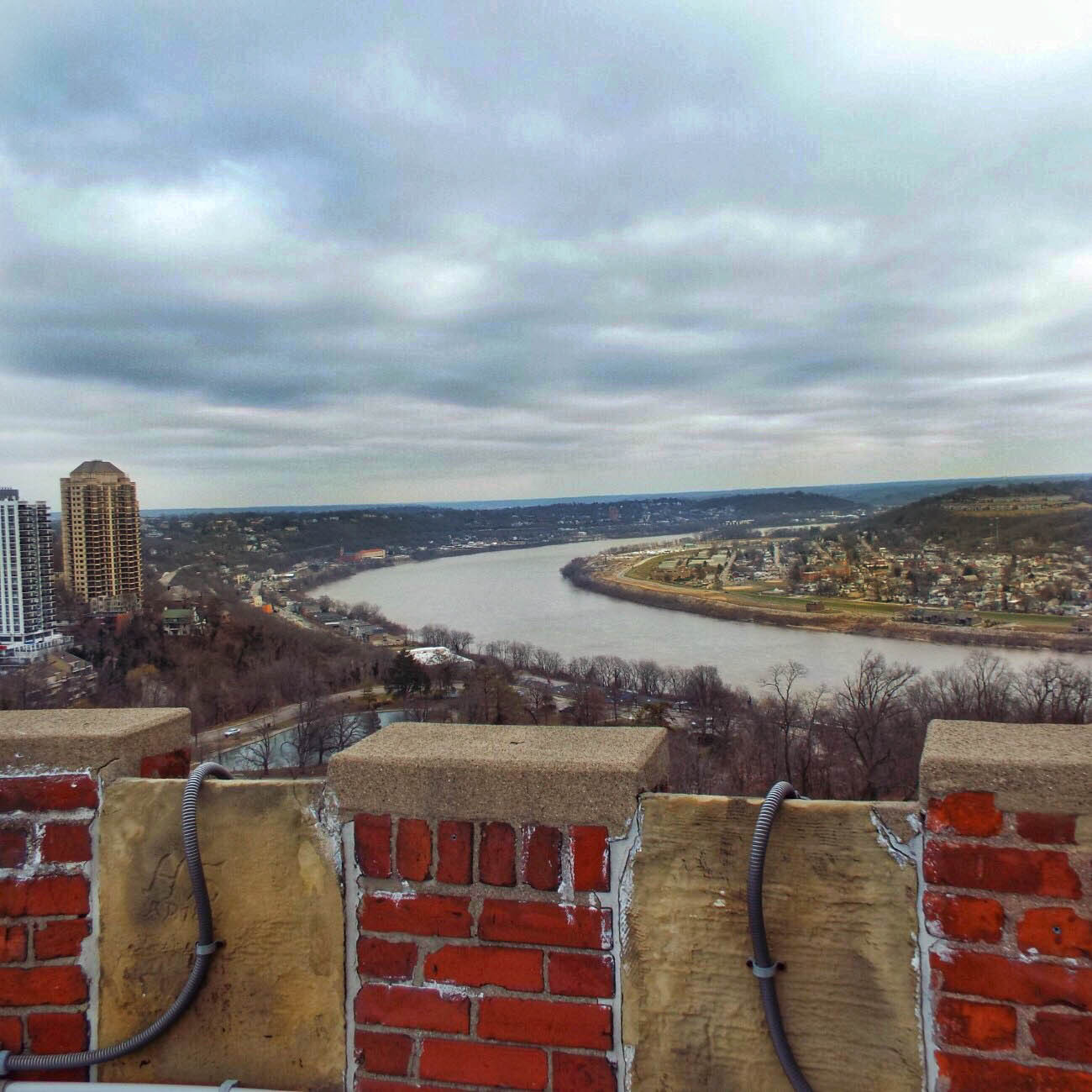 The winding Ohio River and Bellevue, Kentucky / Image: Amy Bauer // Published: 3.14.19