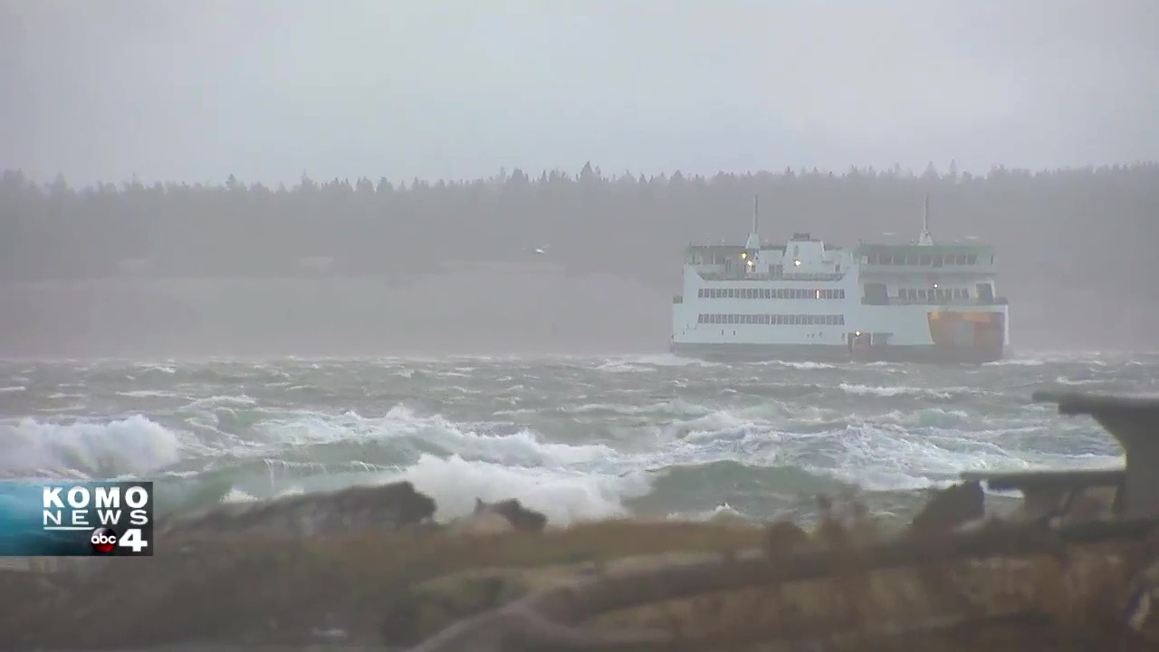 Whidbey Island ferry buffeted by strong winds (KOMO Footage)