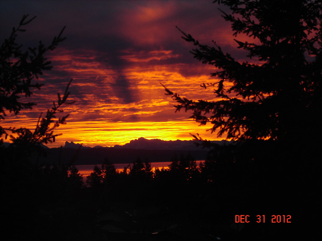 Sun rises over Camano Island. (Photo: YouNews contributor crestvuelj)
