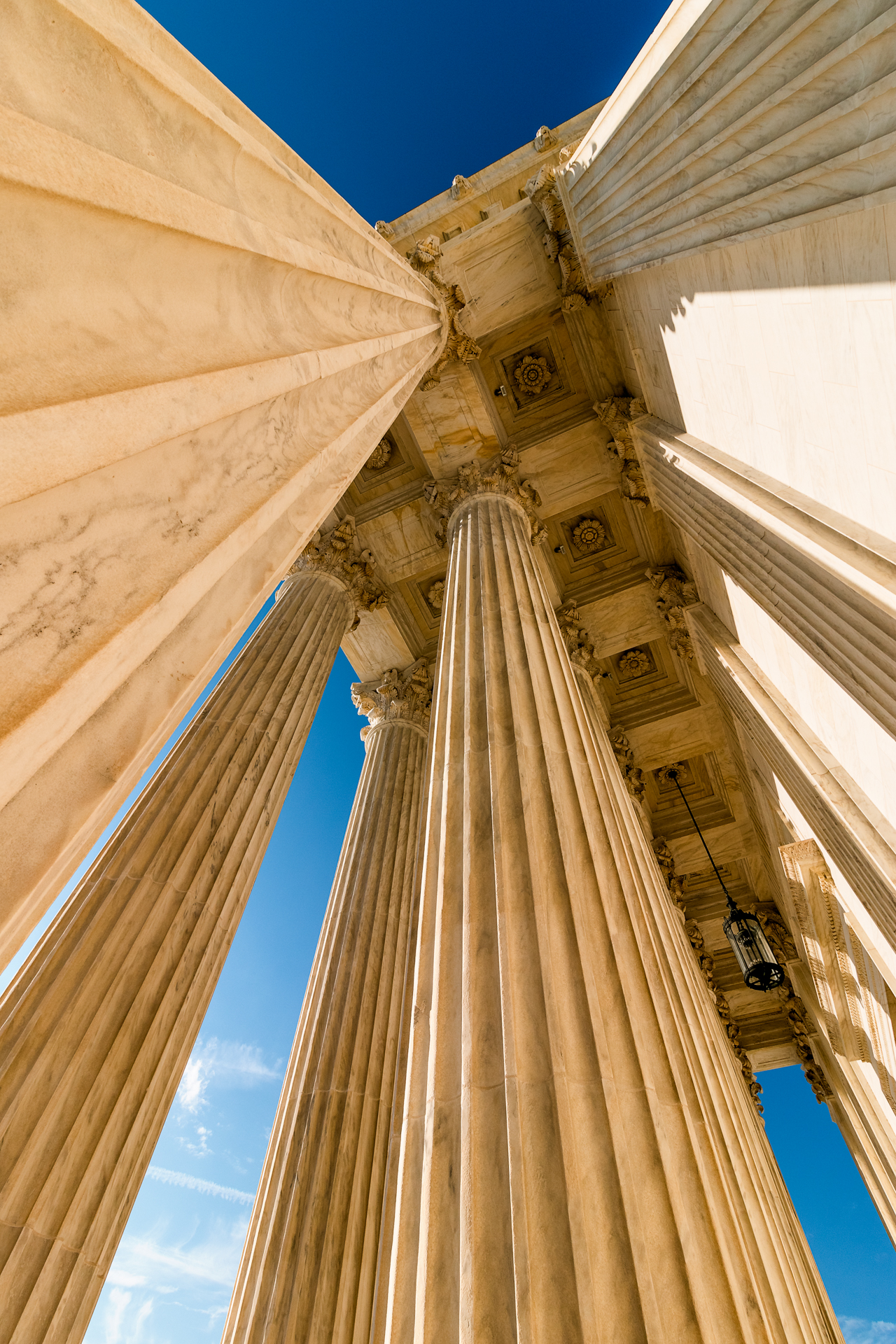 The Classics – Wide angle view of the columns at the Supreme Court{&nbsp;}(Image: Zack Lewkowicz)<p></p>