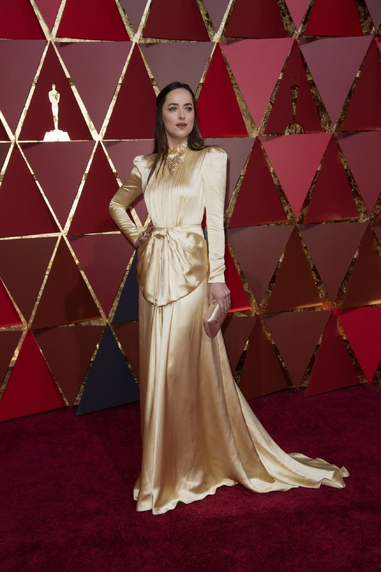 Dakota Johnson arrives on the red carpet of The 89th Oscars® at the Dolby® Theatre in Hollywood, CA on Sunday, February 26, 2017. (©A.M.P.A.S.)