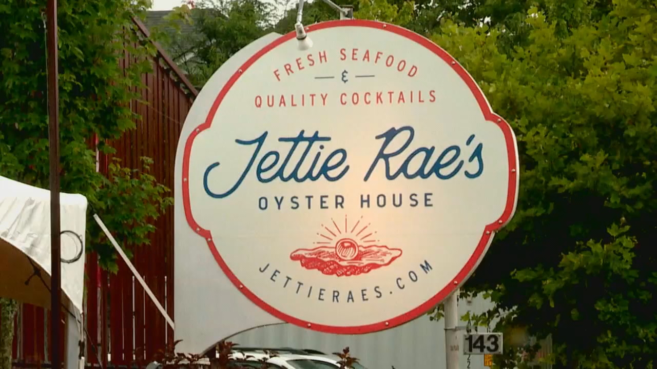 Jettie Rae's Oyster House will eventually offer inside dining, but with COVID-19 restrictions, the restaurant is improvising. (Photo credit: WLOS staff)