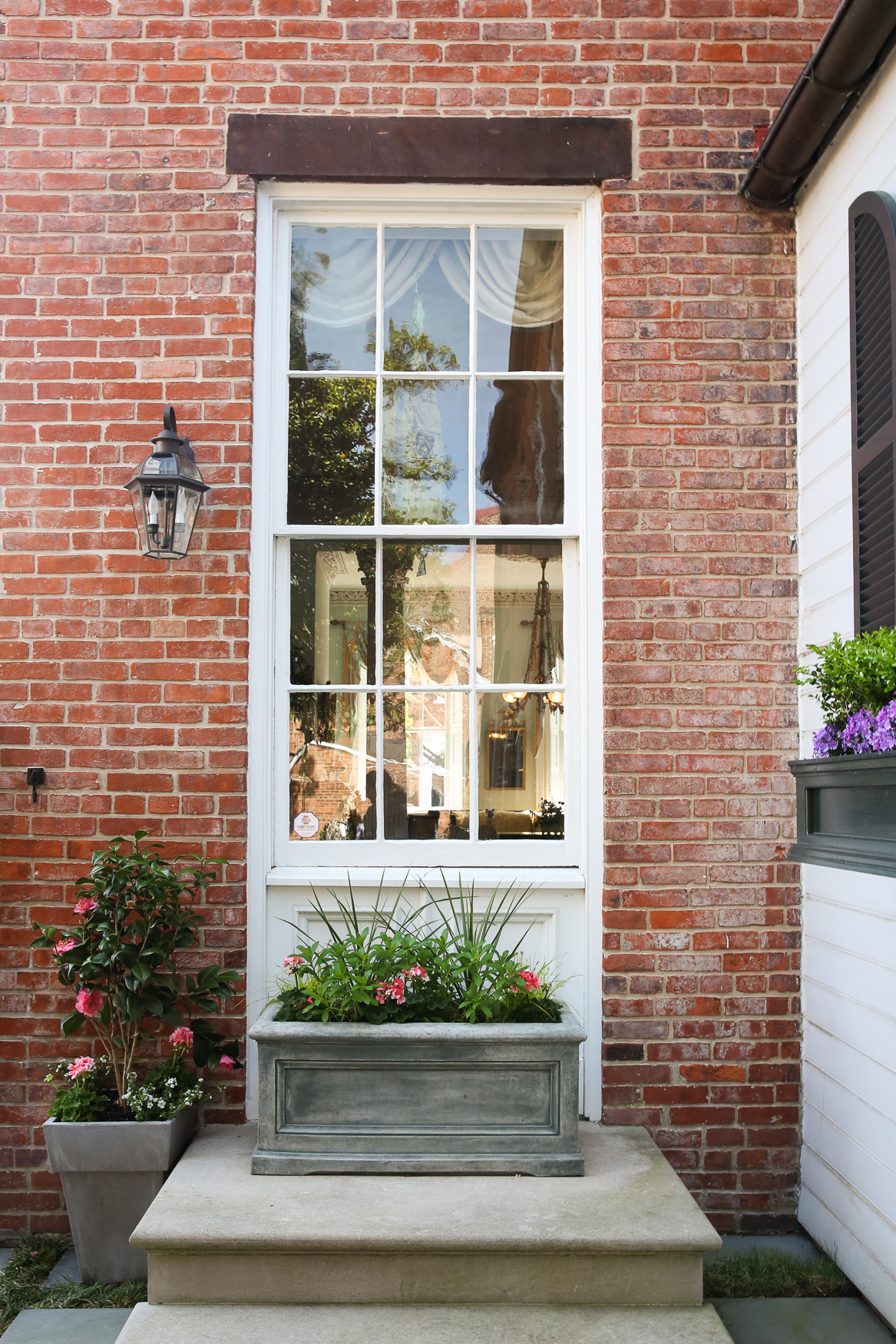 From April 21-28, communities across Virginia will be allowing visitors into more than 250 gorgeous gardens for the annual Historic Garden Week. Five homeowners in Old Town Alexandria opened up their homes and gardens for the state-wide event, so here is the best garden-spo we found. (Amanda Andrade-Rhoades/DC Refined)