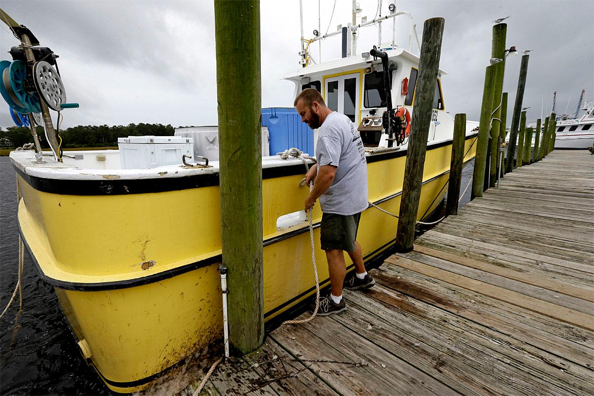 Death toll at 2 as hurricane matthew threatens some of for Calabash fishing fleet