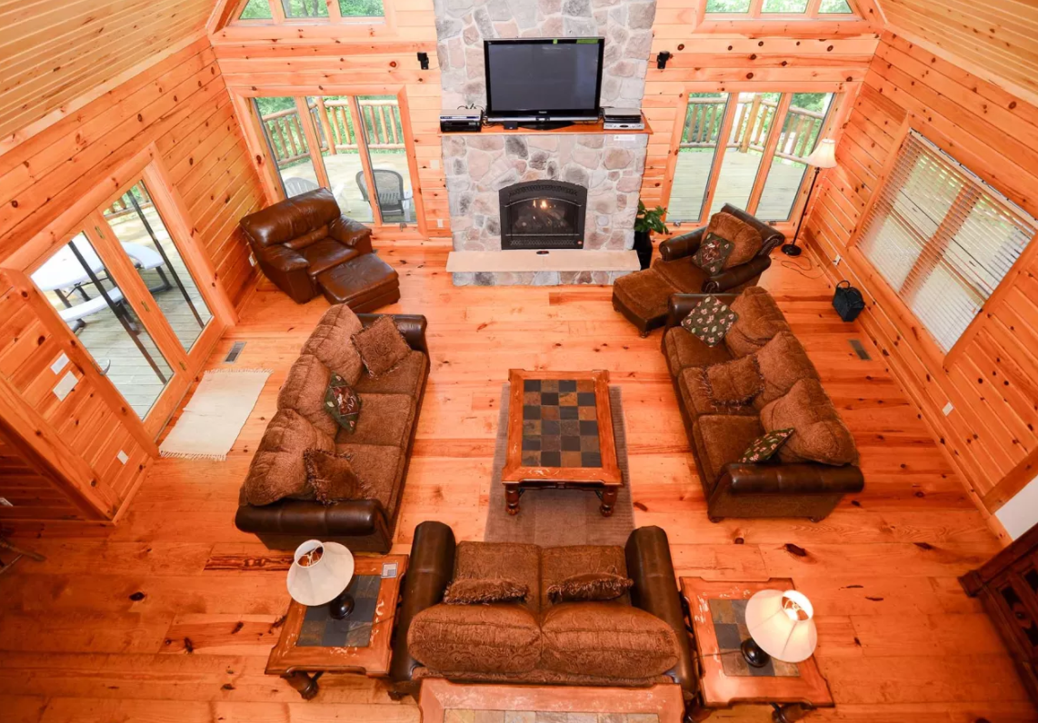 Peak of Perfection  (Photo courtesy: Railey Mountain Lake Vacations // https://rentals.deepcreek.com/ )