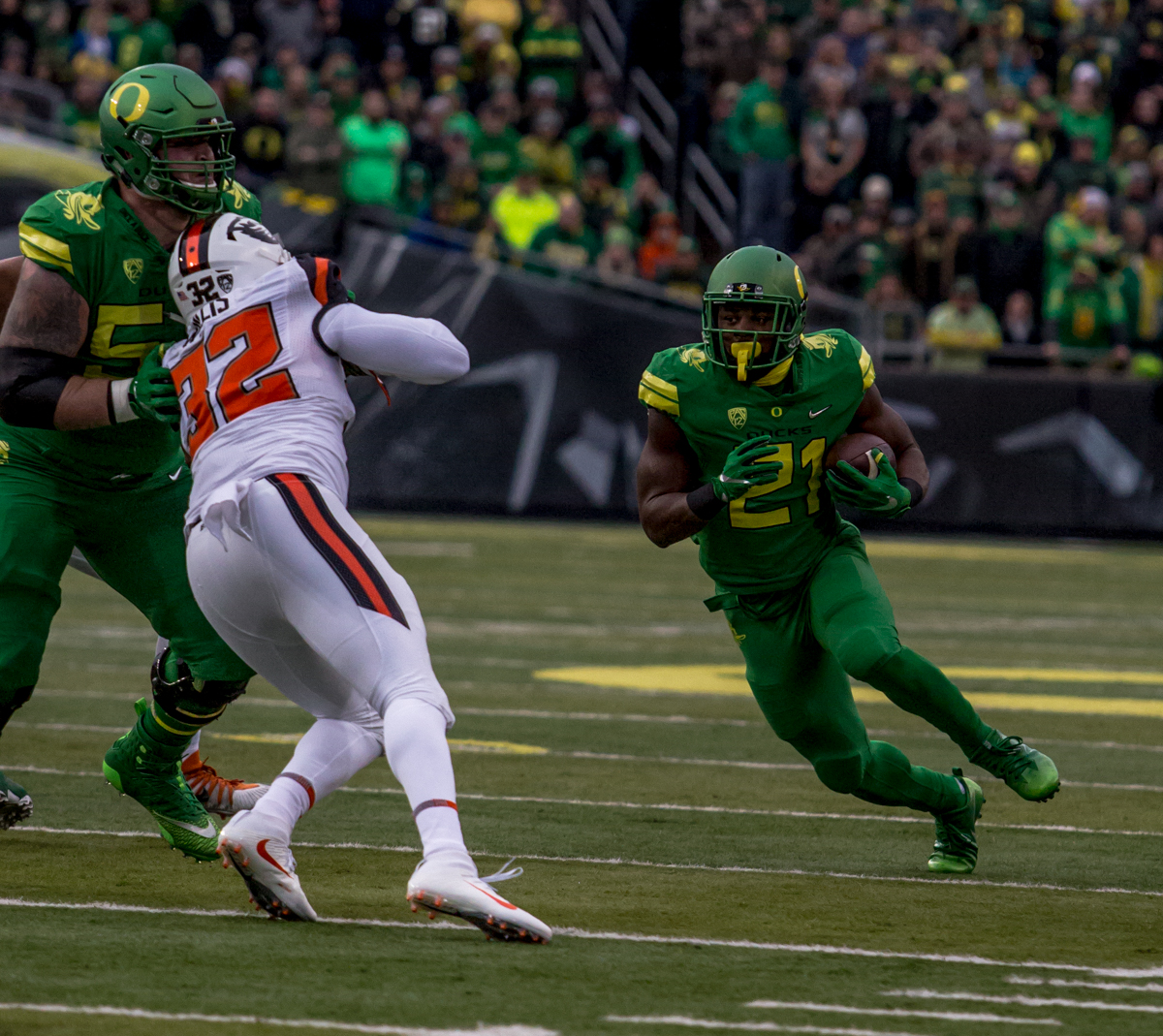Oregon running back Royce Freeman (#21) runs up the field during the first half. The Oregon Ducks lead the Oregon State Beavers 52 to 7 at the end of the first half of the 121st Civil War game on Saturday, November 25, 2017 at Autzen Stadium in Eugene, Ore. Photo by Ben Lonergan, Oregon News Lab