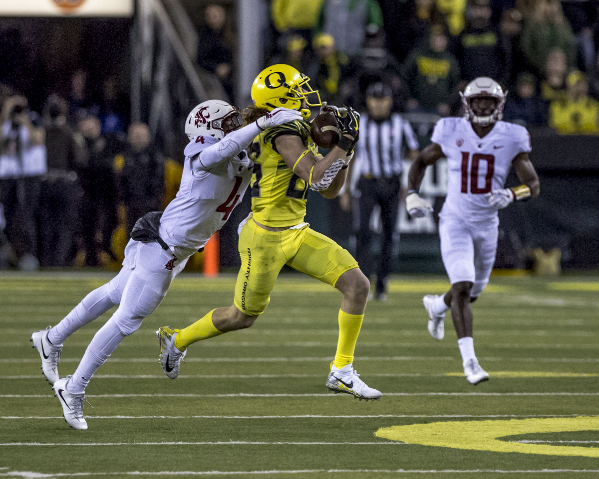 Oregon wide receiver Brenden Schooler (#86) catches a pass from Oregon quarterback Braxton Burmeister (#11). The Washington State Cougars defeated the Oregon Ducks 33 to 10 on Saturday, October 7, 2017. Saturday's game was the first home loss for the Ducks under new head coach Willie Taggart. Photo by Ben Lonergan, Oregon News Lab