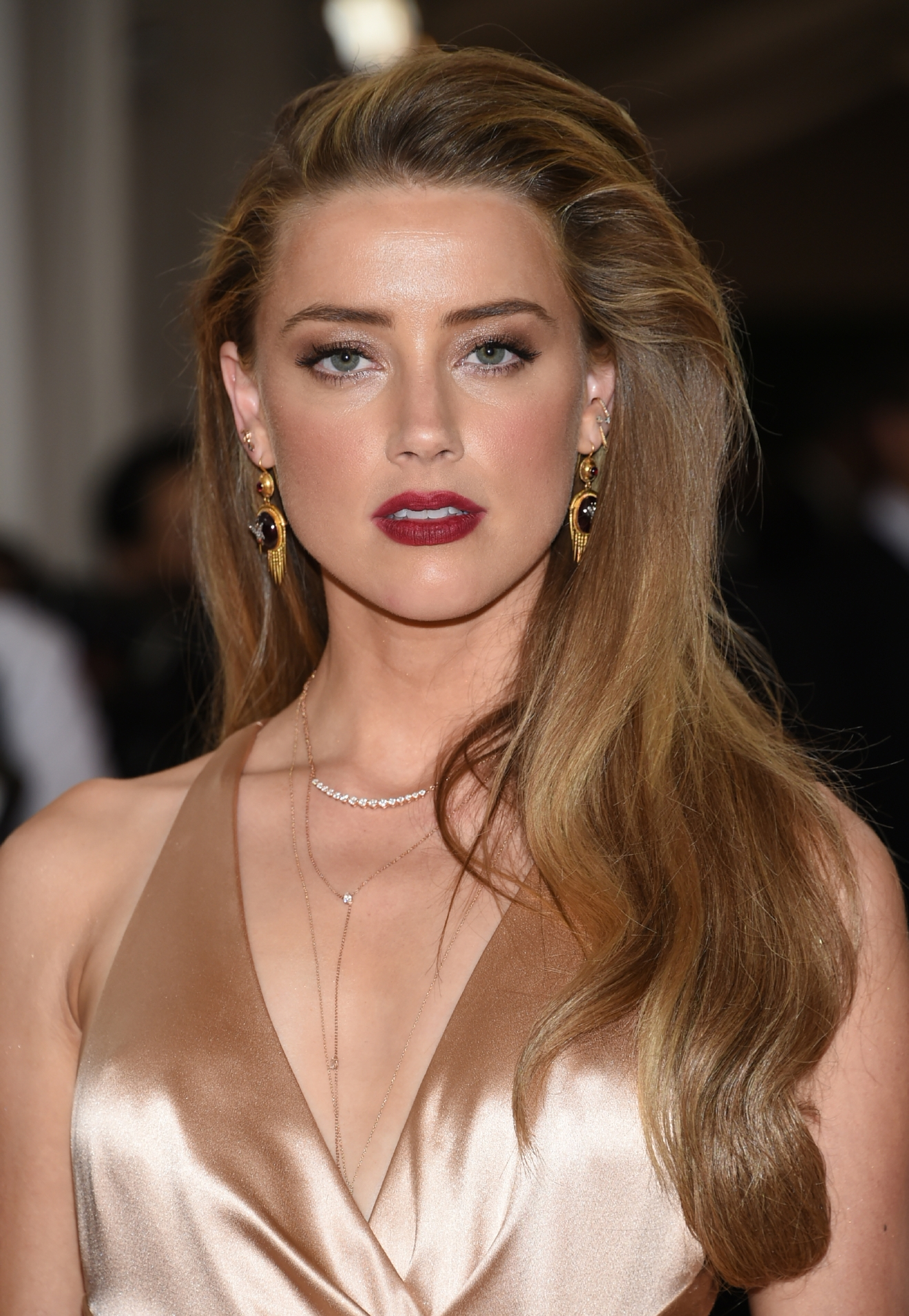 "Amber Heard arrives at The Metropolitan Museum of Art Costume Institute Benefit Gala, celebrating the opening of ""Manus x Machina: Fashion in an Age of Technology"" on Monday, May 2, 2016, in New York. (Photo by Evan Agostini/Invision/AP)"