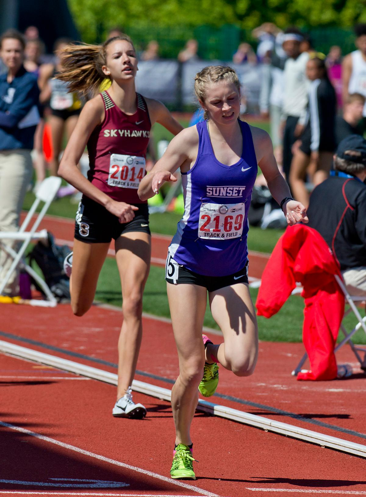 Kelly Makin from Sunset wins the 6A Girls 800 meter Run with a time of 2:10.99 at the OSAA Championship at Hayward Field on Saturday. Photo by Dan Morrison, Oregon News Lab