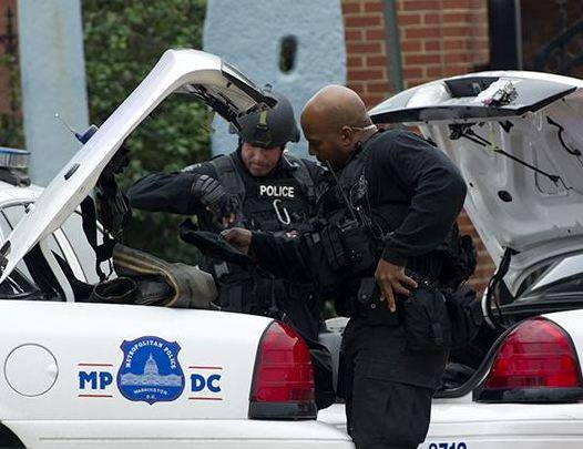 Police respond to the report of a shooting at the Washington Navy Yard, Sept. 16, 2013, in Washington.