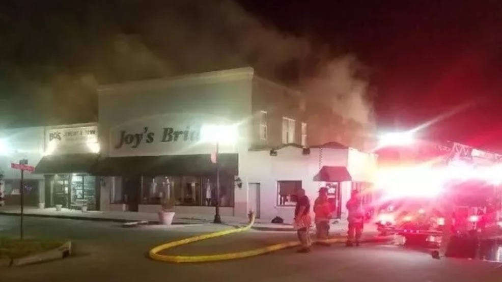 Early morning fire breaks out at Sikeston, MO business (Downtown business has early morning fire (Source - Sikeston DPS)).jpg