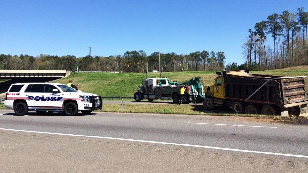 Multi-vehicle wreck temporarily shuts down I-59/20 North in