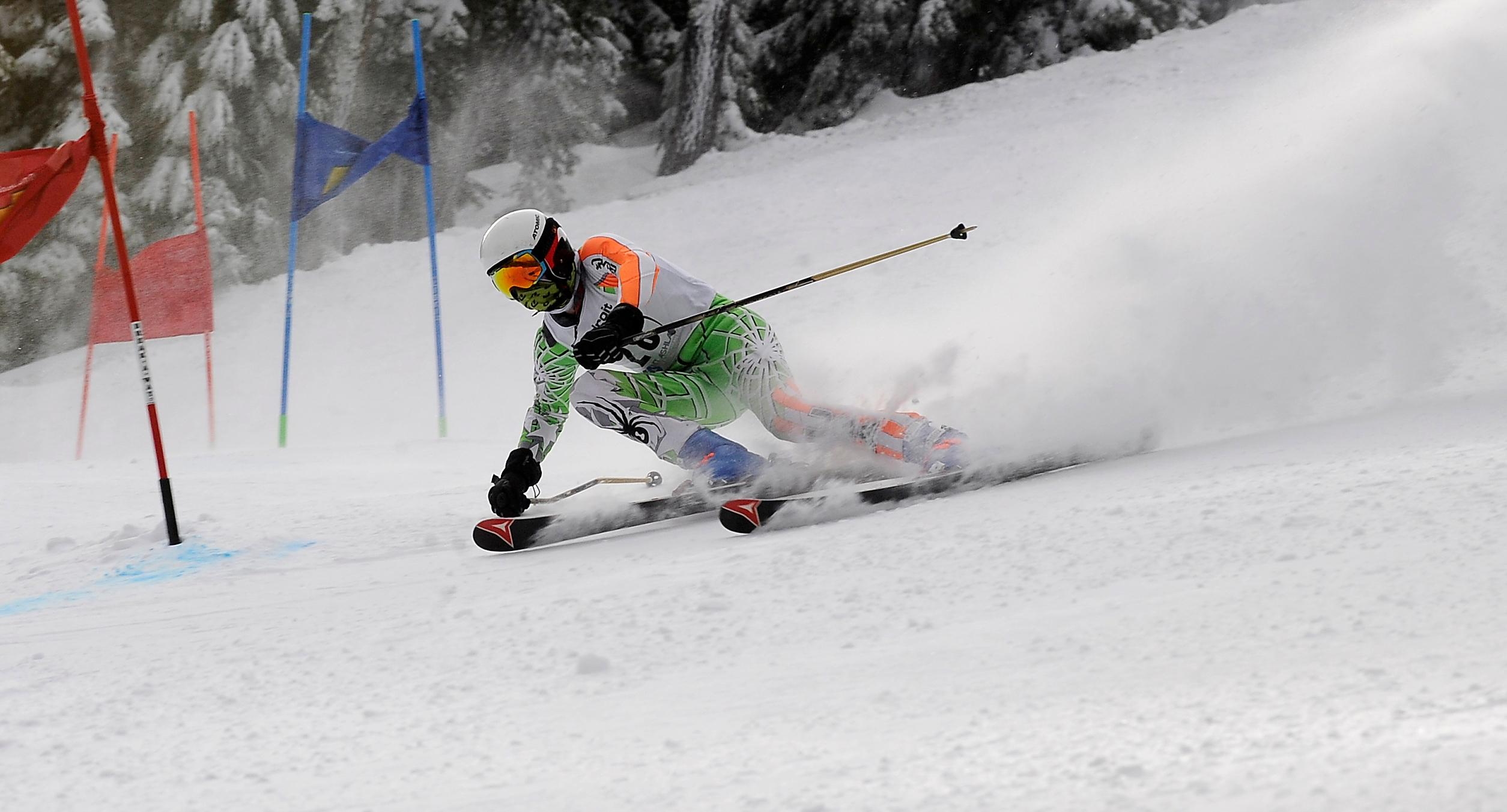 Andy Atkinson / Mail TribuneAshland's Chase Tiffany makes a turn in his 2nd run of the giant slalom winning the event Friday at Mt Ashland.