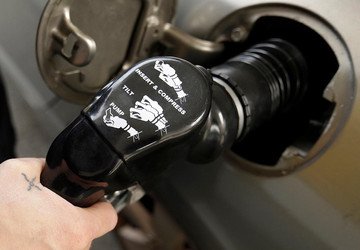 What is the truth about pumping gas in Oregon?