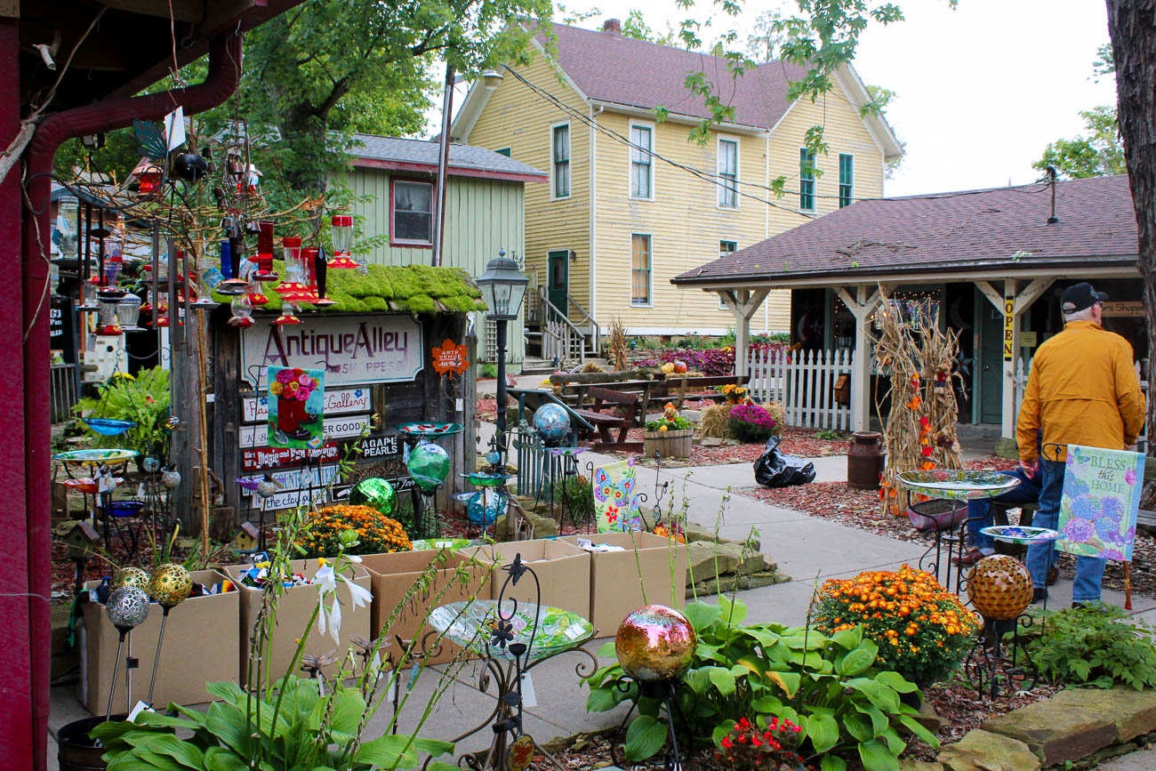 Whether you're shopping for rare gifts, the best seasonal decorations, or maybe just wanting to explore a quaint village for the day, it's always a good time to visit the center of the Brown County Art Colony: Nashville, Indiana. Located on the outskirts of Brown County State Park, the small, historic town known as Little Nashville is packed with rows and rows of crafty cottages. Shops sell all sorts of specialty items, including watercolor paintings, metal sculptures, unique clothing and furniture, and even homemade ice cream and candies. Nashville, Indiana is 110 miles west of Cincinnati. / Image: Katie Robinson, Cincinnati Refined // Published: 10.16.18