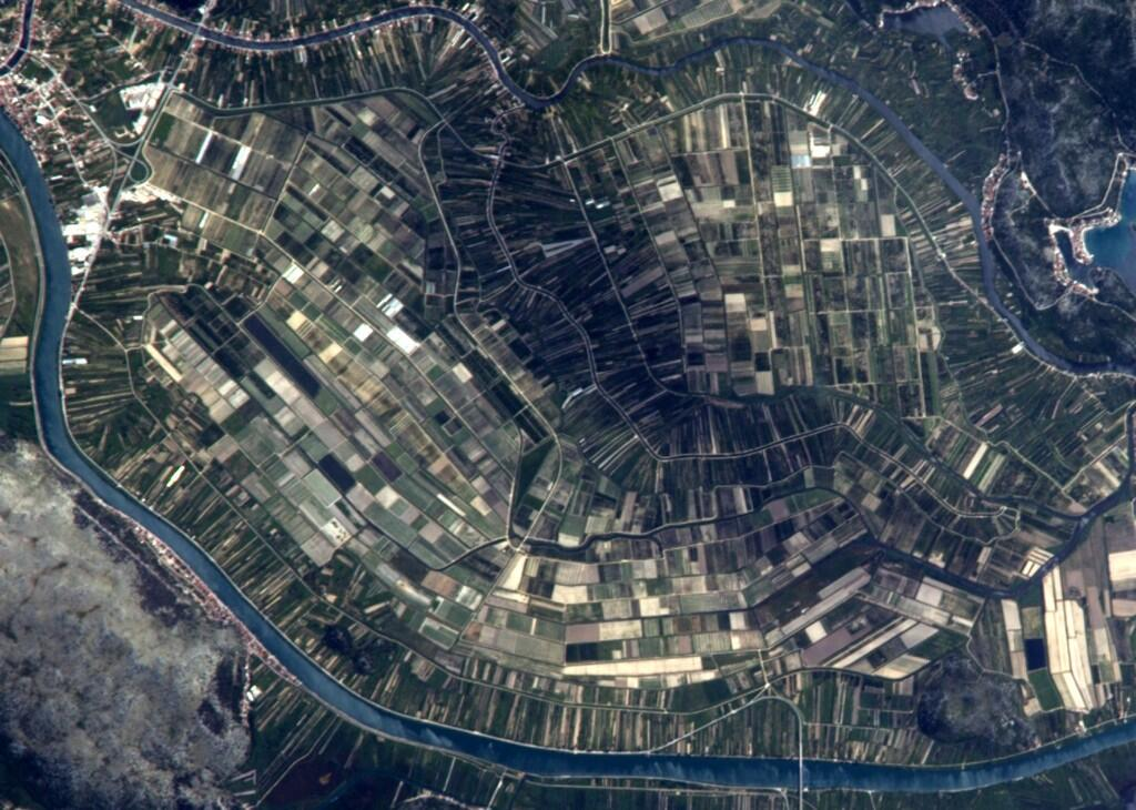 Fields in Italy through an 800mm zoom lens (Photo & Caption: Reid Wiseman, NASA)