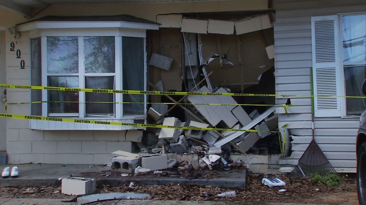 Driver runs stop sign and slams into home before fleeing