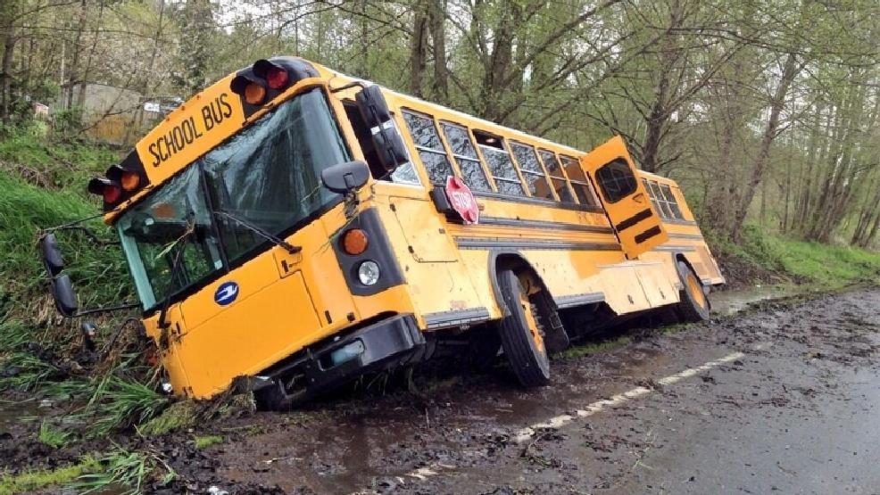 Video Car Crash Into Bus