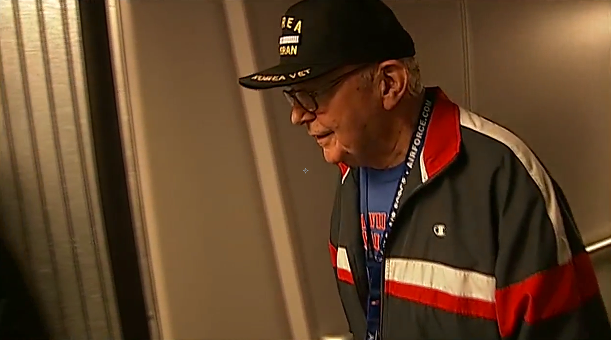 Veterans on an Honor Flight from Oregon received a hero's welcome Friday in Washington, D.C. (SBG)