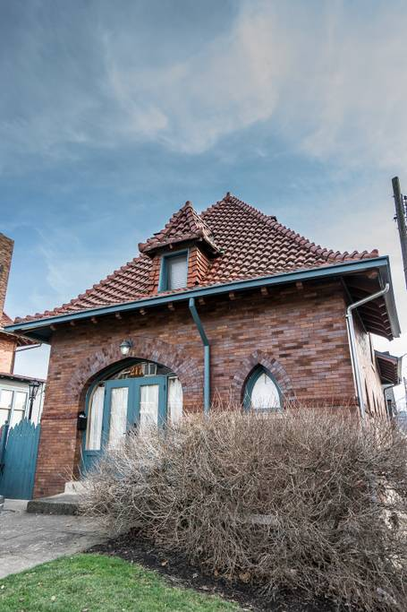The Carriage House at Columbus' Circus House is an Airbnb with a unique history. It was originally the Sells traveling circus' carriage house in the late-1800s. / Image courtesy of Weston Wolfe // Published: 2.12.18