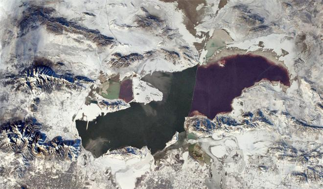 This is a wider angle of the Great Salt Lake showing the 'blue' mountains.  (Photo & Caption: Rick Mastracchio, NASA)