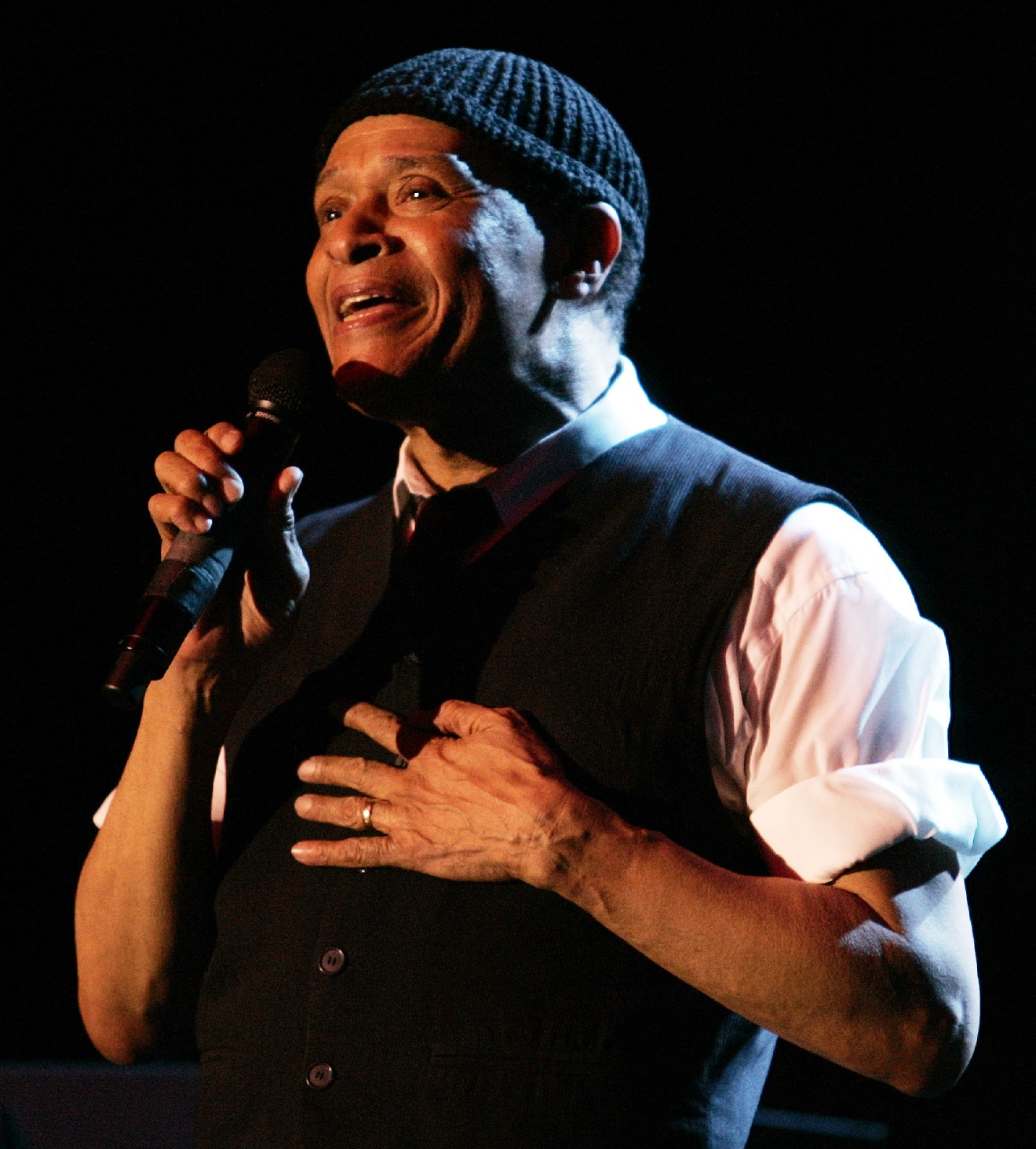Al Jarreau performs in Ripon College's Wyman Gymnasium Oct. 7, 2006, to raise money for fine arts scholarships. (Photo courtesy Ripon College)