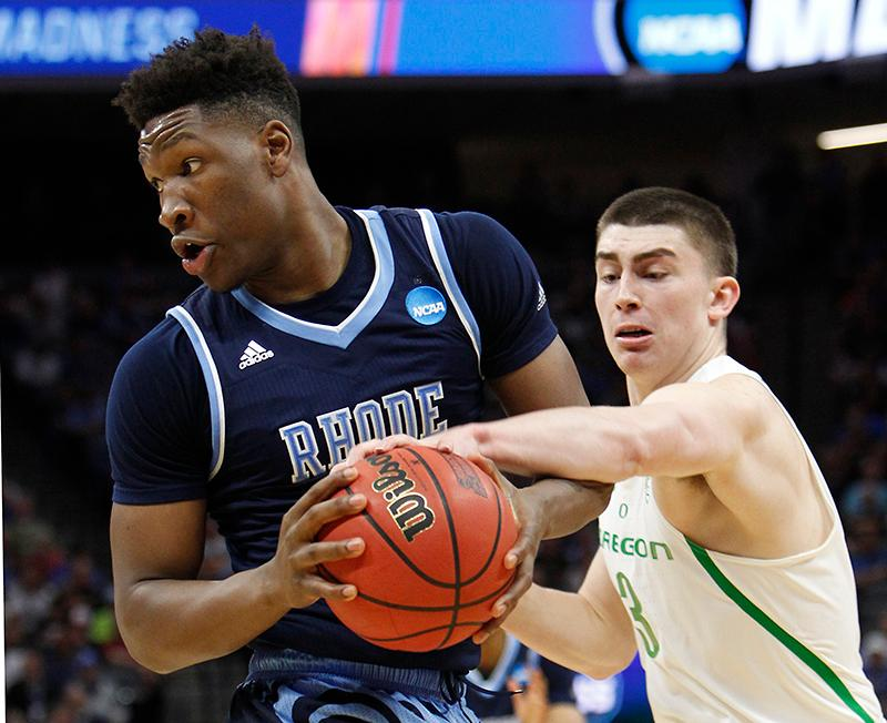 Oregon guard Payton Pritchard, right, tries to steal the ball from Rhode Island's Cyril Langevine during the first half of a second-round game of the men's NCAA college basketball tournament in Sacramento, Calif., Sunday, March 19, 2017. (AP Photo/Steve Yeater)