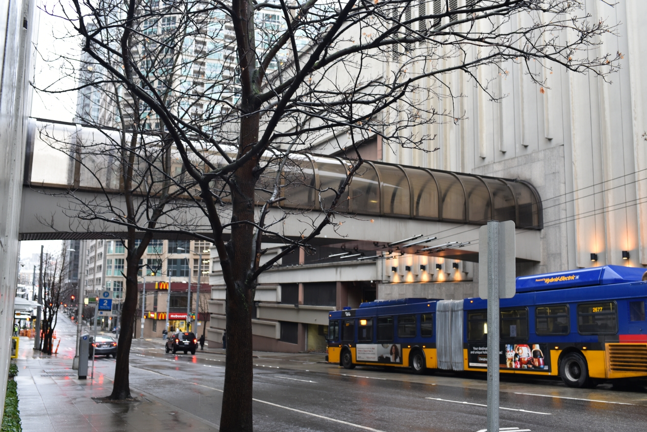 Linking the Westin Building to the Westin Hotel is another skybridge with plans for improvement. Located on Virginia Avenue between 5th Avenue and 6th Avenue, the skybridge was approved to be built in 1983. An average of over 200 people use the skybridge daily to reach events, offices and parking. In 2015, permission was given to keep the skybridge along with permission for cosmetic improvements around the two buildings. (Image: Rebecca Mongrain/Seattle Refined)