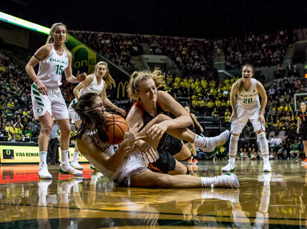 Oregon guard Maite Cazorla (#5) and Oregon State center Marie Gülich (#21) fight for control of a loose ball. The Oregon Ducks defeated the Oregon State Beavers 75-63 on Sunday afternoon in front of a crowd of 7,249 at Matthew Knight Arena. The Ducks and Beavers split the two game Civil War with the Beavers defeating the Ducks on Friday night in Corvallis. The Ducks had four players in double digits: Satou Sabally with 21 points, Maite Cazorla with 16, Sabrina Ionescu with 15, and Mallory McGwire with 14. The Ducks shot 48.4% from the floor compared to the Beavers 37.3%. The Ducks are now 7-1 in conference play. Photo by Ben Lonergan, Oregon News Lab