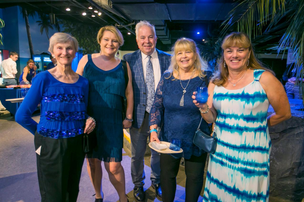 Donna Mancini, Jessica Horne, Michael Ruebusch, Diane Vogelsang, and Debbie Maruffi at the Newport Aquarium's Nauti Nite (10.5.18) / Image: Mike Bresnen Photography // Published: 10.31.18