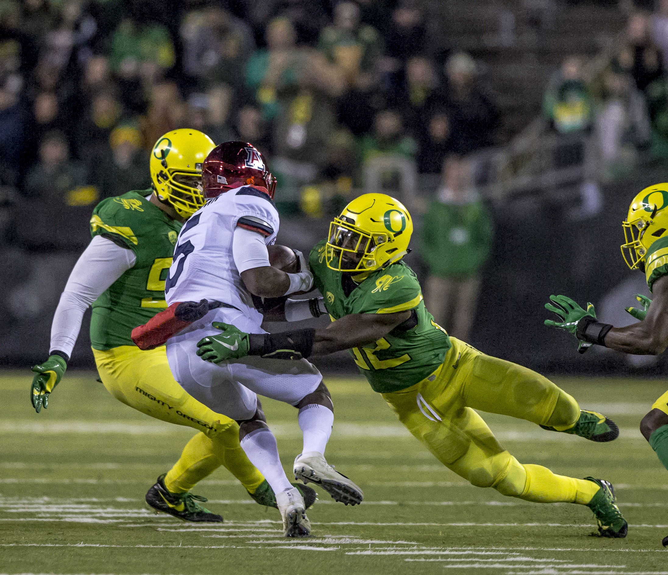 Oregon defender La'Mar Winston Jr. (#32) brings down Arizona wide receiver Brian Casteel (#5). The Oregon Ducks lead the Arizona Wildcats 28 to 21 at the end of the first half at Autzen Stadium on Saturday, November 18, 2017. Photo by Ben Lonergan, Oregon News Lab