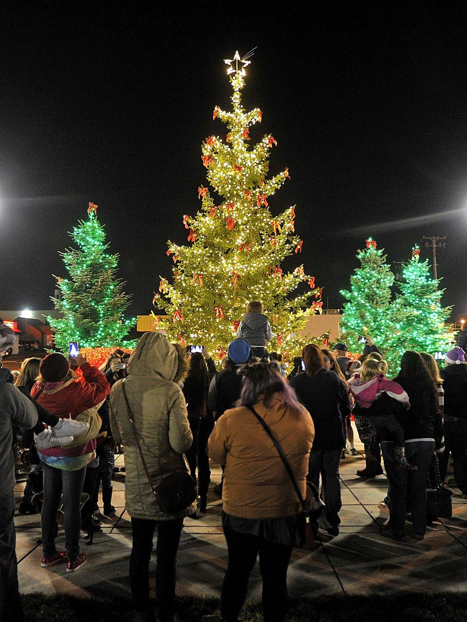 Medford lights up for holiday | Mail