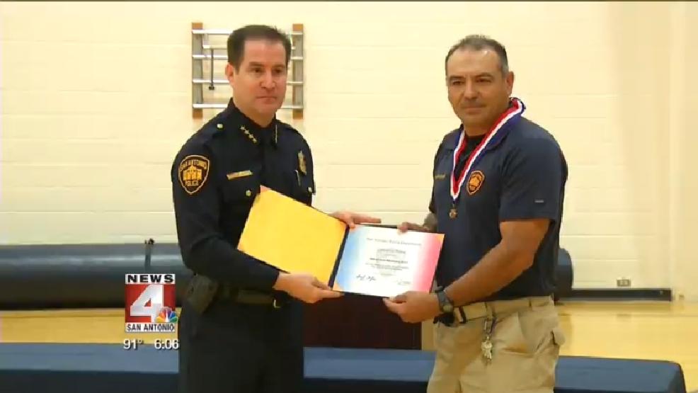 SAPD officer awarded with 'Lifesaving Award' | WOAI