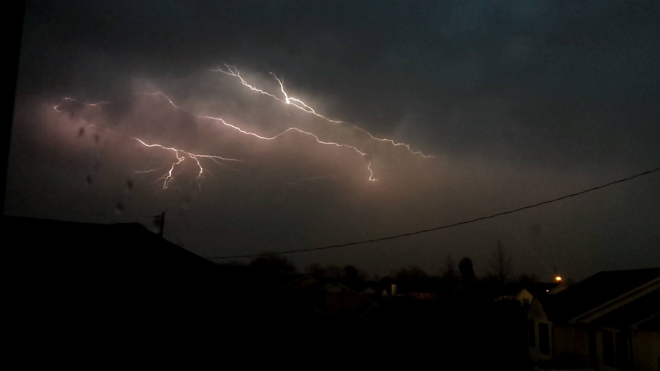 Lightning in Greenbrier, Tennessee PHOTO: Devin Ozanne