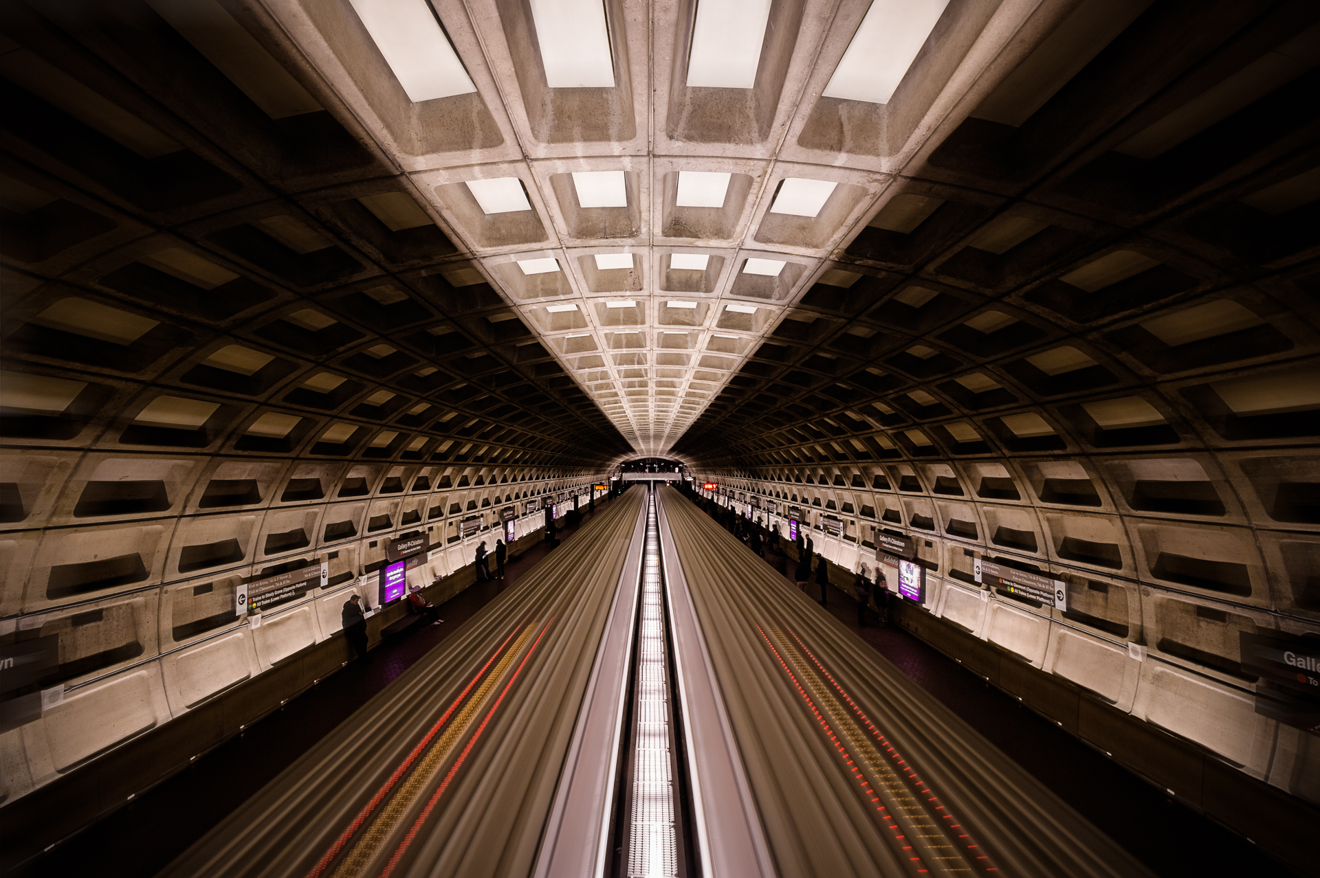 Red Line – Long exposure of the metro showcases its symmetry {&amp;nbsp;}(Image: Zack Lewkowicz)<p></p>
