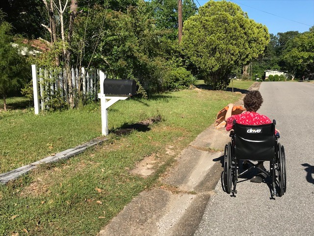 (WPMI){ }Mobile woman who uses wheelchair says mailman refuses to bring her mail to the door
