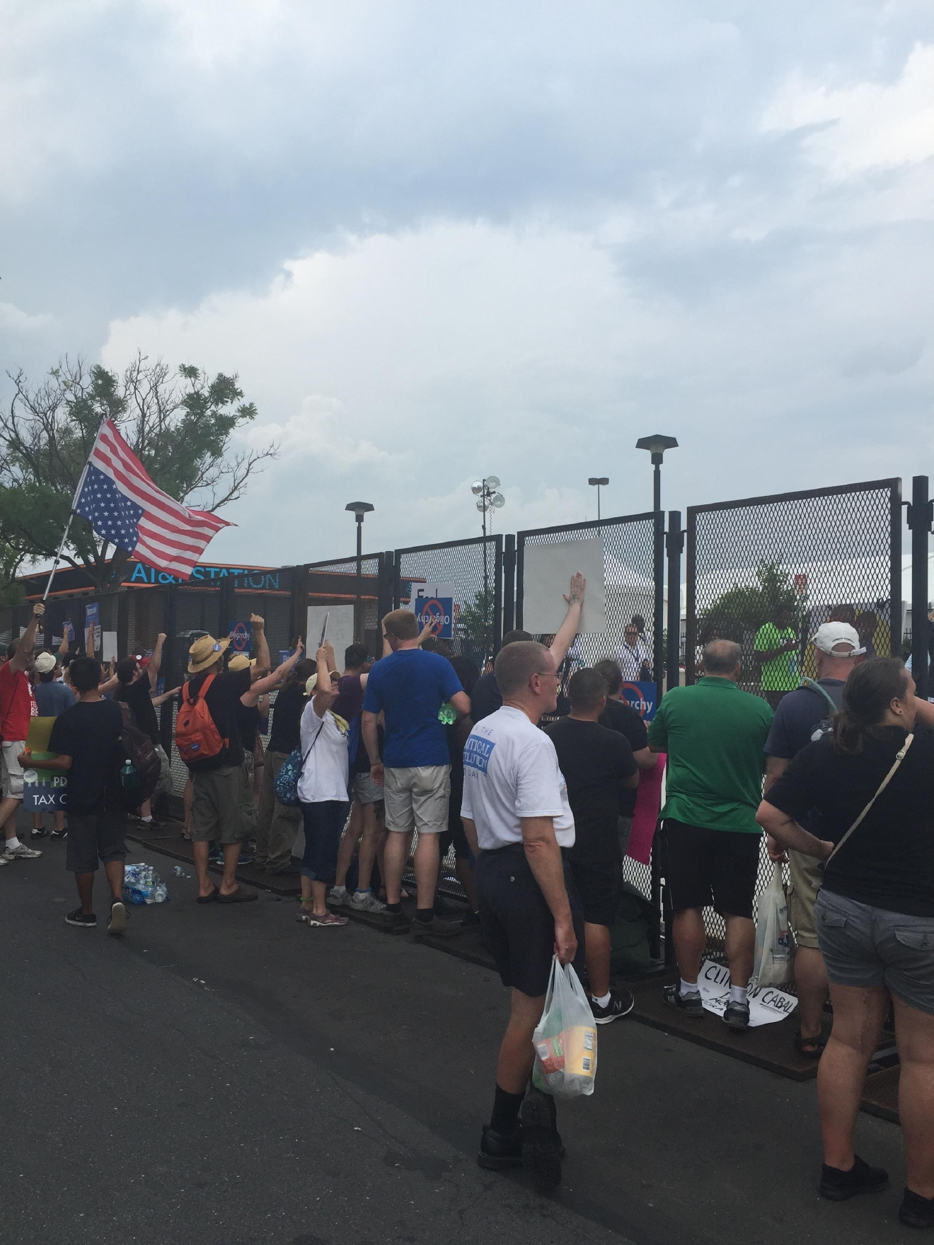 Protesters line the perimeter outside of the Democratic National Convention. (Amanda Ota, Sinclair Broadcast Group)