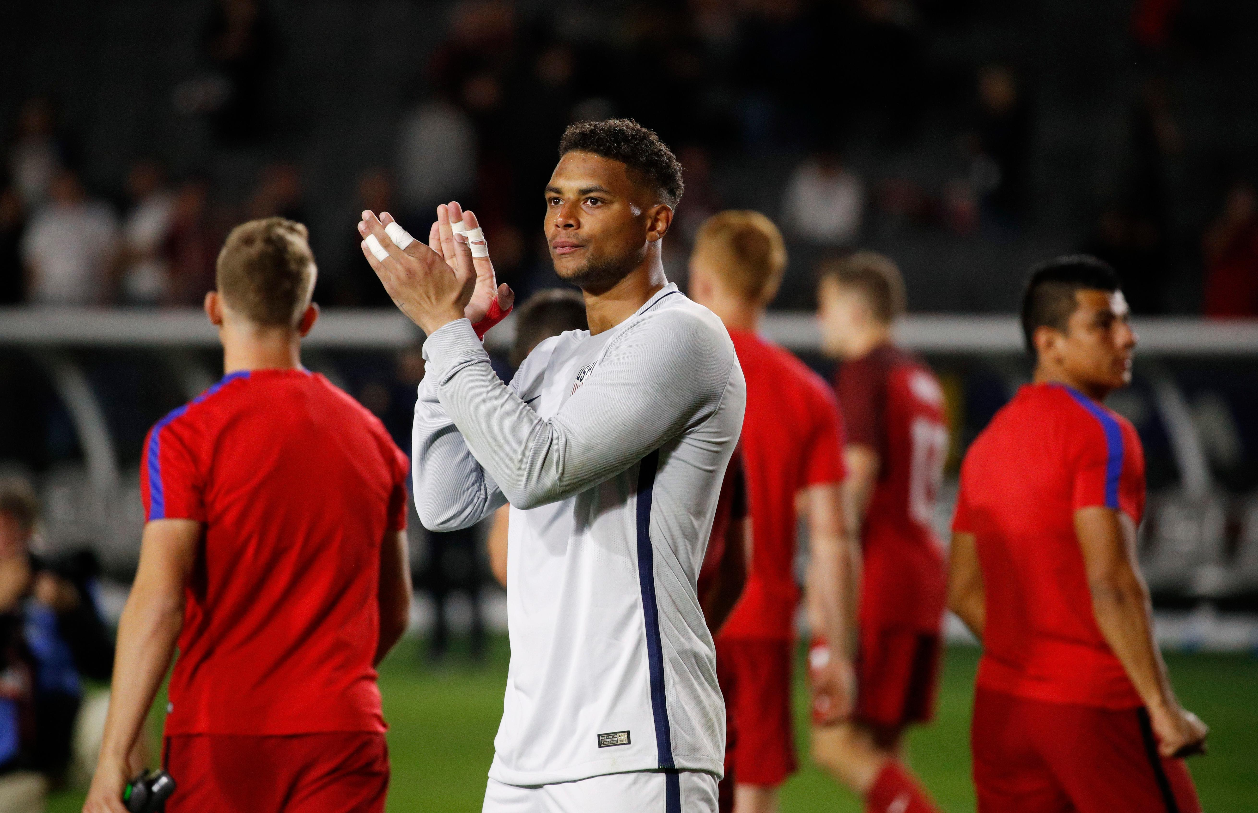 United States goalkeeper Zack Steffen, center, and teammates acknowledge the fans after the team's international friendly soccer match against Bosnia and Herzegovina, Sunday, Jan. 28, 2018, in Carson, Calif. The game ended in a 0-0 draw. (AP Photo/Jae C. Hong)