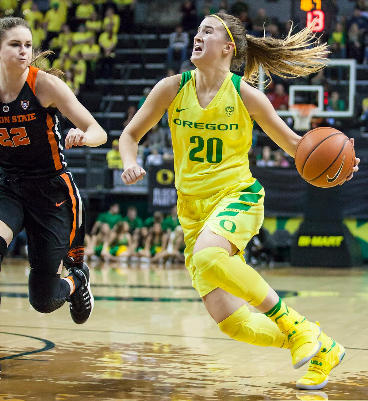 Oregon guard Sabrina Ionescu (#20) dribbles past Oregon State guard Kat Tudor (#22). The Oregon Ducks lost 40 to 43 against the Oregon State Beavers after a tightly matched 4th quarter. Photo by Ben Lonergan, Oregon News Lab