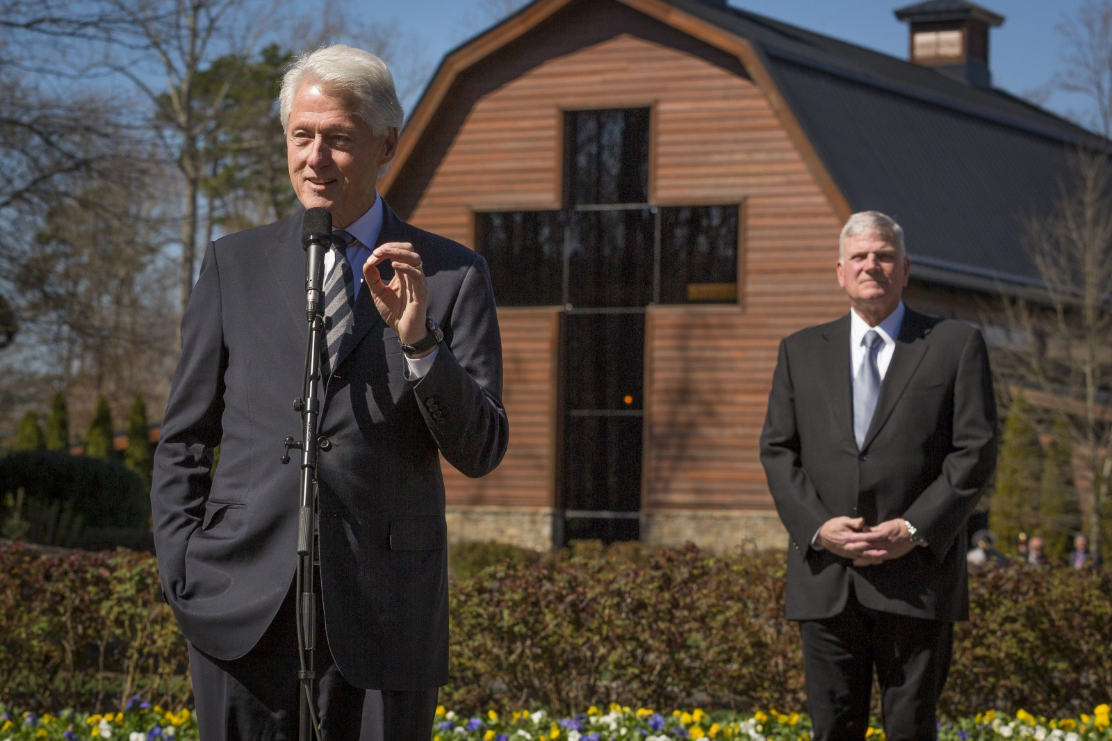 Bill Clinton addresses the crowd after visiting with the Grahams. Photo: Billy Graham Evangelistic Association<p></p>