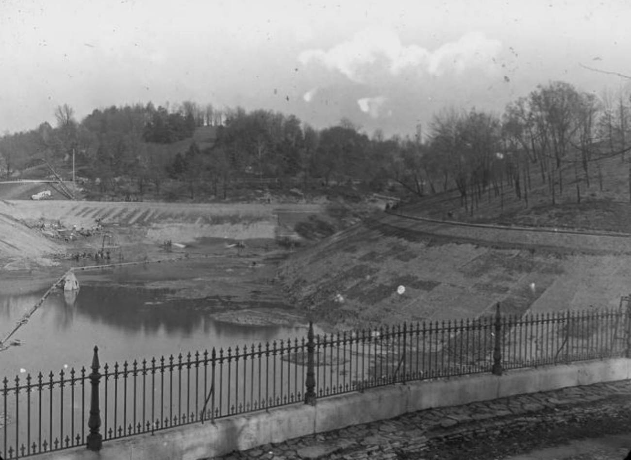 When the reservoir was drained for routine maintenance, all kinds of surprises were found in the reservoir basin, from wrecked cars to dead bodies. / Image courtesy of The Cincinnati Public Library Memory Project // Published: 4.12.19